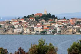 Pohled na městečko Primošten v Dalmácii