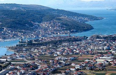 Chorvatské město Trogir na pobřeží
