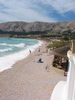 Chorvatská Baška na ostrově Krk s pláží